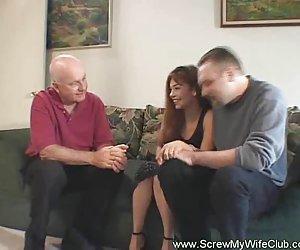 ქმარი ამტკიცებს, მისი ცოლი