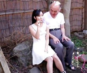 იაპონელი გოგო, ბებერი და მეგობრები, cens.