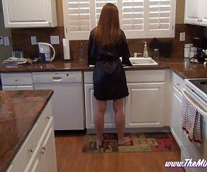 დედა, გახელება, მისი შვილი სამზარეულოში